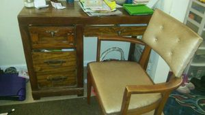 Small desk. for Sale in Uniontown, PA