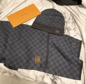 LOUIS VUITTON DAMIER PETITE SCARF AND HAT (i have receipts and card) for Sale in Tampa, FL