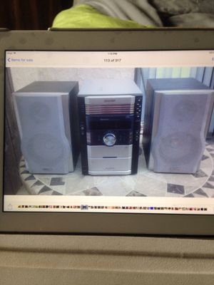 🦃👻$25 SHARP 5 CDS CHARGER (nesecita arreglo) for Sale in Rialto, CA
