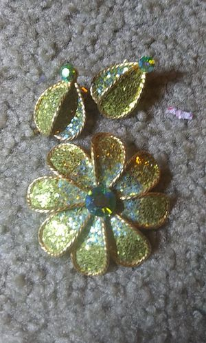 Large vintage gold toned green flower brooch earring set for Sale in Tullahoma, TN