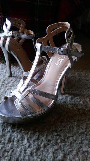 Ladies Sz 5 Cute Silver Heels! for Sale in Wichita, KS