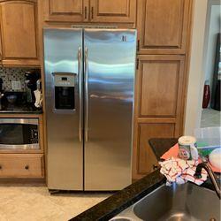 Refrigerator for Sale in Wildwood,  FL