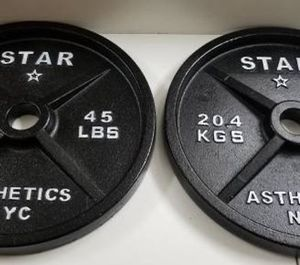 Deep Dish Olympic Weight Set 160LBS for Sale in Queens, NY