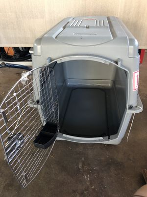 Dog kennel - petmate sky kennel size Large for Sale in Aiea, HI