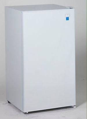 Mini Fridge Refrigerator Kitchen Nevera Frio Cocina AVANTI RM3306W for Sale in Miami, FL