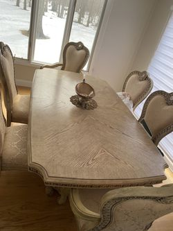 Dining table for Sale in West Bloomfield Township,  MI