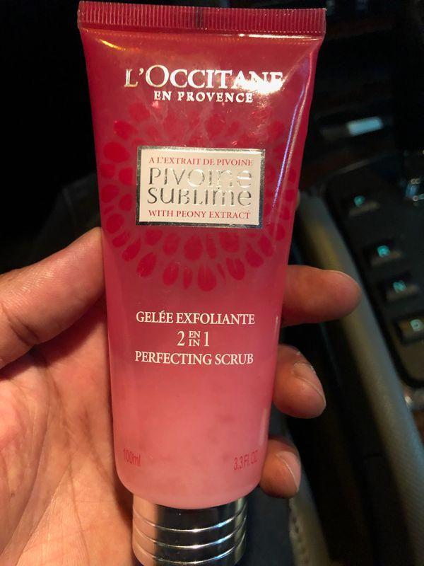 L'OCCITANE: Pivoine Sublime 2-In-1 Perfecting Scrub, exfoliating cream face mask face cream face soap(NEW)
