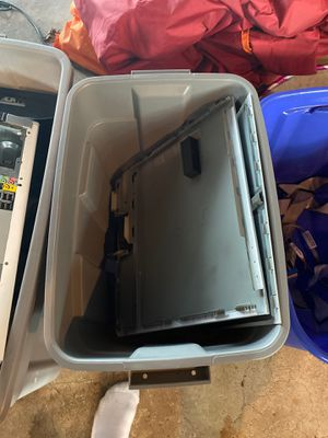 Dell xps 400 parts and multiple disk and hard drives for Sale in Green Bay, WI