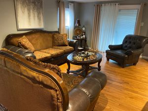 Living room set ( couches, coffee table & end table) for Sale in Philadelphia, PA