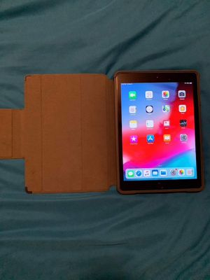 iPad 6th generation 2018 for Sale in Oakland, CA