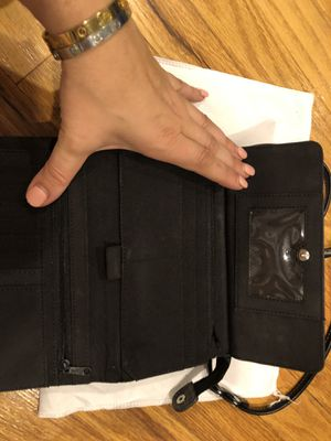 Gucci leather wallet purse for Sale in Sterling Heights, MI