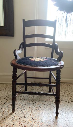 Antique chair for Sale in Cutler Bay, FL