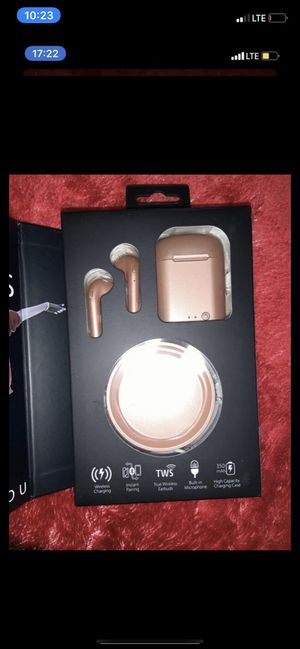 Rosegold wireless earbuds and case brand new ! for Sale in Moreno Valley, CA