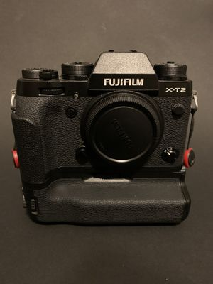 Fuji xt2 with a mekie battery grip for Sale in Orlando, FL