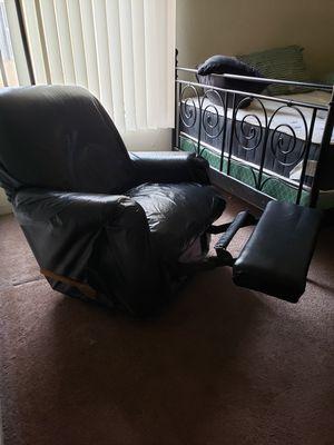 Recliner black for Sale in Garden Grove, CA