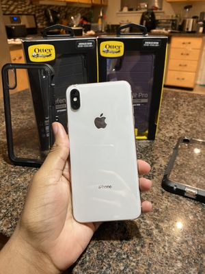 IPHONE XS MAX UNLOCKED for Sale in Columbia, MD