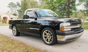 New tires 2000 Chevrolet Silverado LS 5.3L Very clean for Sale in Kansas City, MO