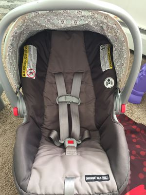 Graco infant car seat with base for Sale in Reading, PA