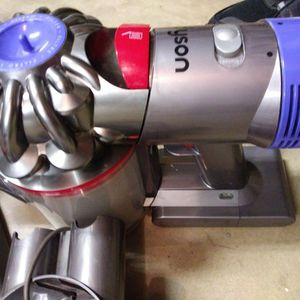DYSON V10 ABSOLUTE VACUUM CLEANER SYSTEM, WITH LIFETIME WARRANTY for Sale in Bakersfield, CA
