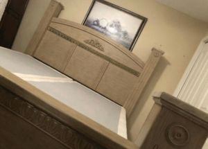 BEAUTIFUL KING BED INCLUDE HEADBOARD FOOTBOARD FRAME RAILS MATTRESS BOX SPRING ALL EXCELLENT CONDITION for Sale in Fort Myers, FL