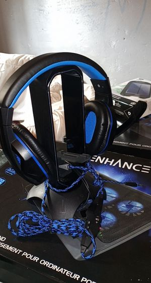 Pro gaming headset & headset stand with USB hub and mouse bungee for Sale in El Monte, CA