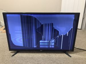 TCL smart LED Roku TV 32 inch for Sale in Charlotte, NC