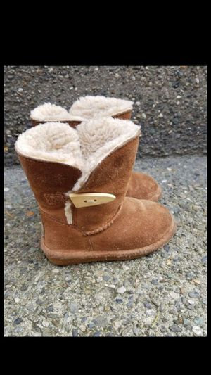 Beautiful toddler girl / kids shoes or boots size 7 like ugg for Sale in Everett, WA