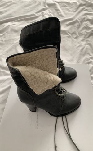 Gray fleece lined boots size 7 for Sale in New York, NY