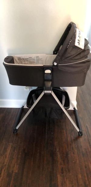 Nuna Mixx Bassinet and Stand for Sale in Tampa, FL