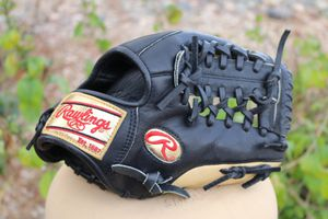 """Rawlings GG204 11.5"""" GOLD LABELS Modified Trapeze Glove RHT gold Labels baseball glove for Sale in Phoenix, AZ"""