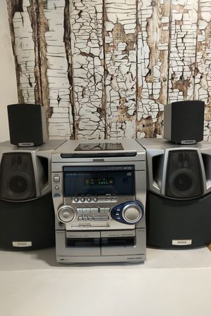 AIWAAM/FM Radio 3-Disc CD Player Bookshelf Stereo System for Sale in Denver, CO