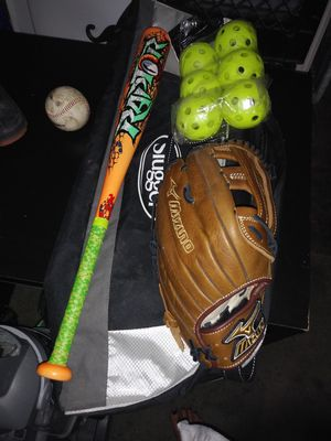 Mizuno softball glove 13 inches with bat and carry bag for Sale in Las Vegas, NV