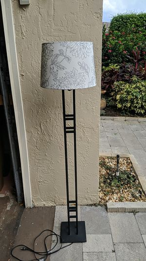 Metal Floor Lamp with shade for Sale in Coconut Creek, FL