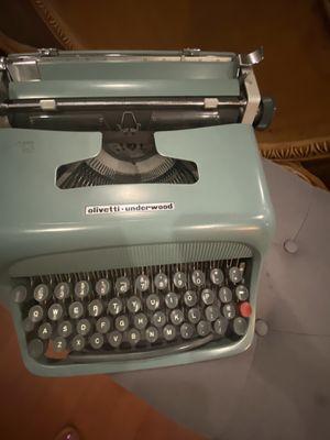 Maquina de escribir antigua 1960 for Sale in Lynwood, CA