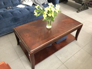 Coffee table & side/end table for Sale in East Saint Louis, IL