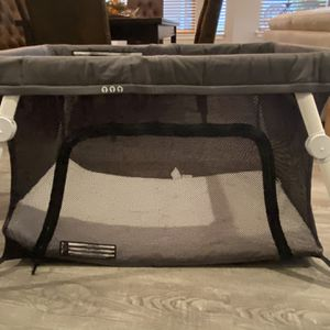Guava Family Lotus Travel Crib for Sale in Kenmore, WA