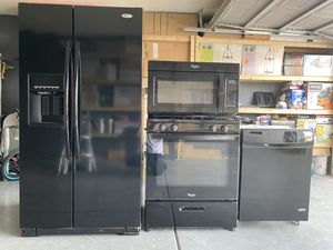 Kitchen appliances whirlpool black set for Sale in Las Vegas, NV