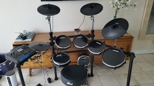 Alesis 6 piece electronic drum kit for Sale in Miami, FL