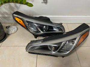 Headlight xenon Hyundai Sonata 2015/2017 for Sale in Miami, FL