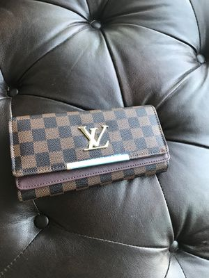 Louis Vuitton wallet 60 for Sale in Bloomington, IL