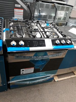 Kenmore Elite stainless steel slide in stove gas top and Electric oven brand new for Sale in Laurel, MD