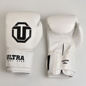 Boxing gloves 18 oz for Sale in Fort Lauderdale, FL