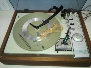 KLH Model Twenty 20 FM Stereo Receiver w/ Garrard Dual Turntable for Sale in Alexandria, VA
