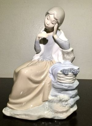VINTAGE NAO BY LLADRO GIRL WITH BASKET OF GRAPES SITTING ON THE TREE for Sale in Brooklyn, NY