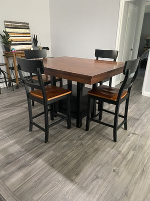 Kitchen / dining room tall table with 4 chairs for Sale in Los Angeles, CA