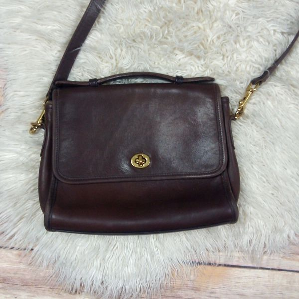 Coach | Court Brown Leather Crossbody Bag