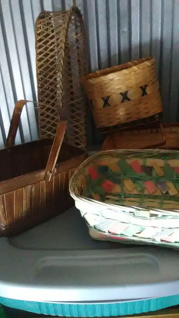 Wicker baskets (5)
