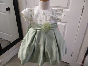 whisper green spring toddler 2T dress for Sale in Lake Forest, CA