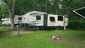 Keystone Outback ultra lite 30', priced low!! for Sale in Chesapeake, VA