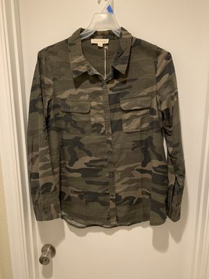 Vici Camo Long Sleeve Button Up Shirt size Large NWT for Sale in Carrollton, TX